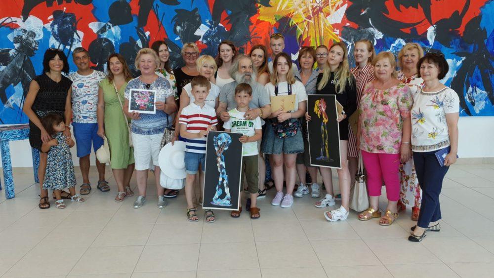 """Turisti dalla Russia in visita al museo """"Arte On"""""""